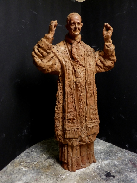 Statuetta in terracotta raffigurante papa PaoloVI di Antonio Berti, fase del processo di restauro.- Terracotta statuette representing Pope Paul VI by Antonio Berti, a step of the 'process of restoration